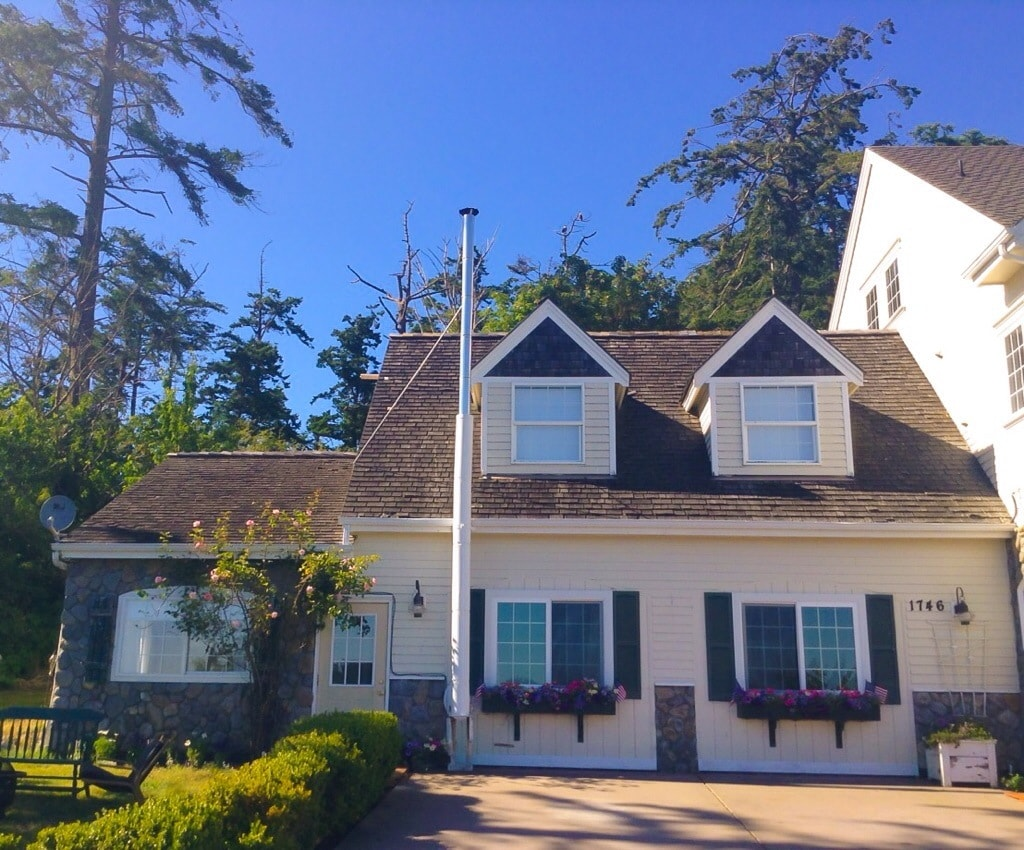 Whidbey Colonial Cottage w/ View!