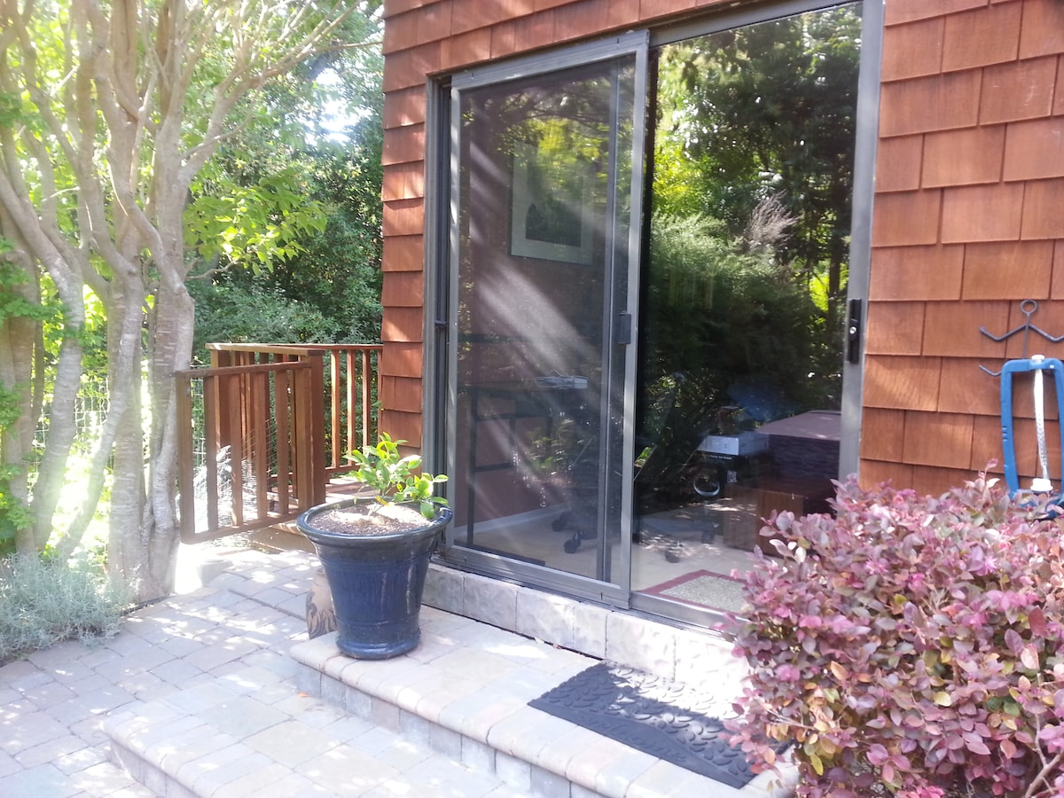 Private entry to your room from side yard