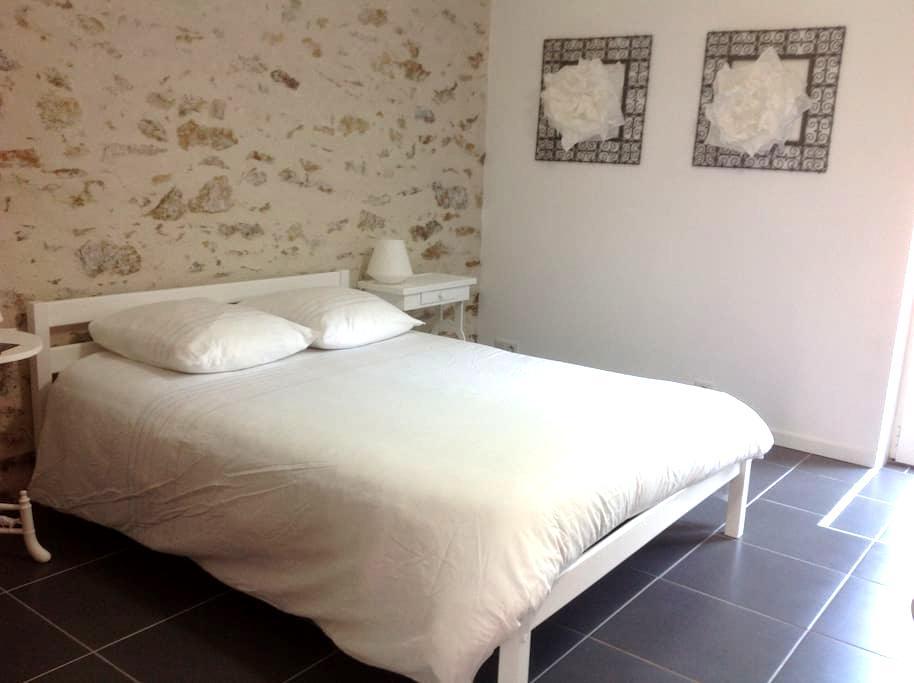 Belle chambre à proximité de Nantes et aéroport - Bouaye - 一軒家
