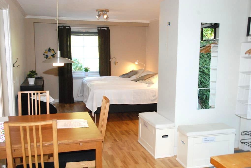 Studio/apartment Danderyd, close to nature & city - Danderyd - Apartment
