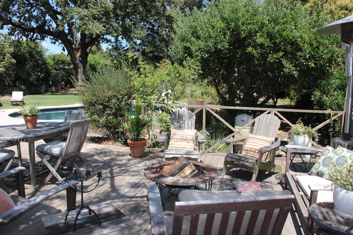 Back Yard Lounge