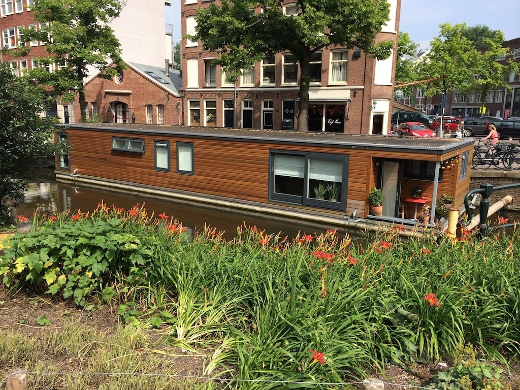 Awesome houseboat in heart Jordaan