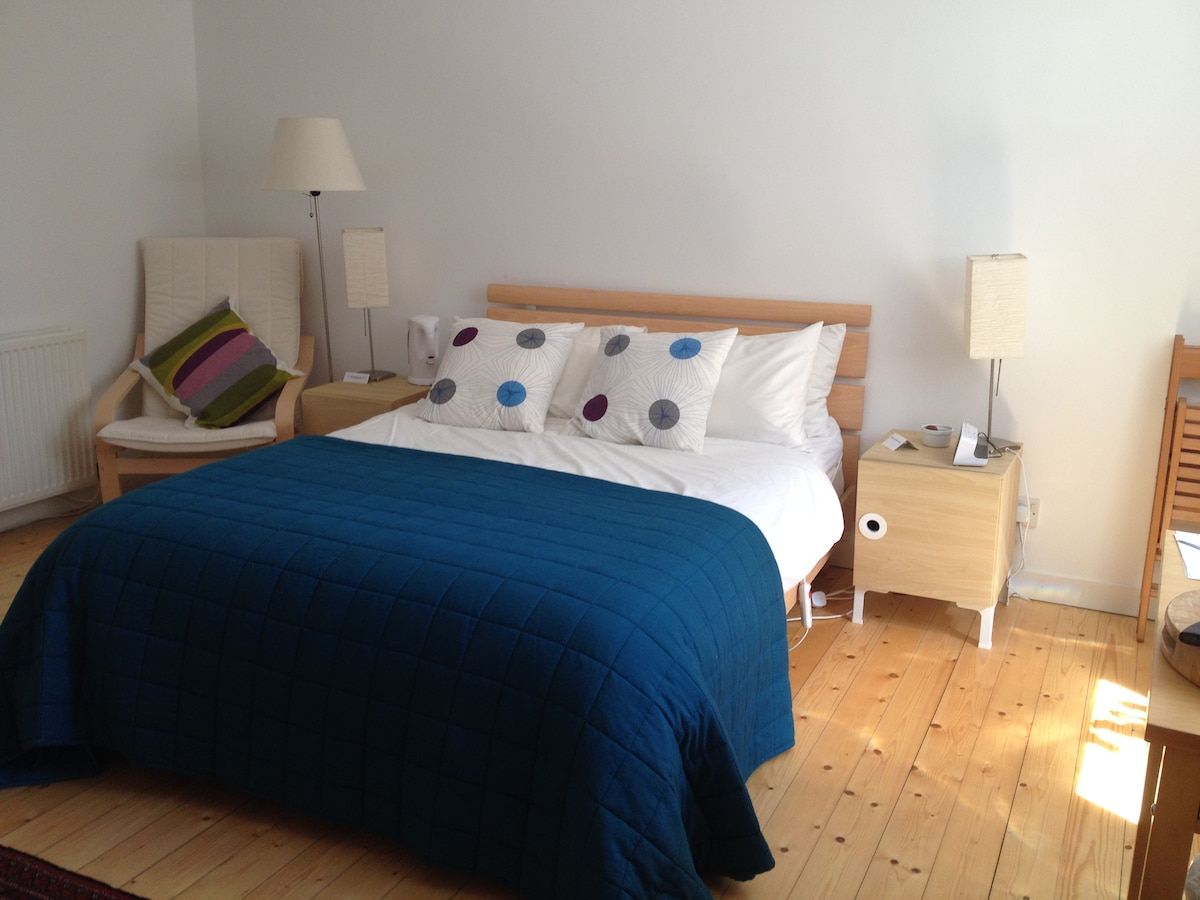 Lovely bright room with real bed.