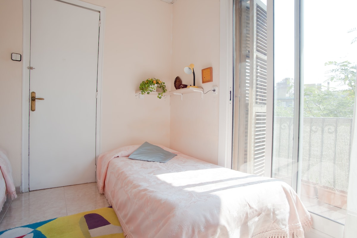 private outside room - available with one or two beds