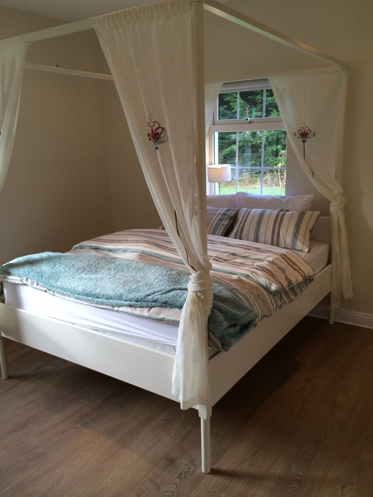 Kingsize four poster bed