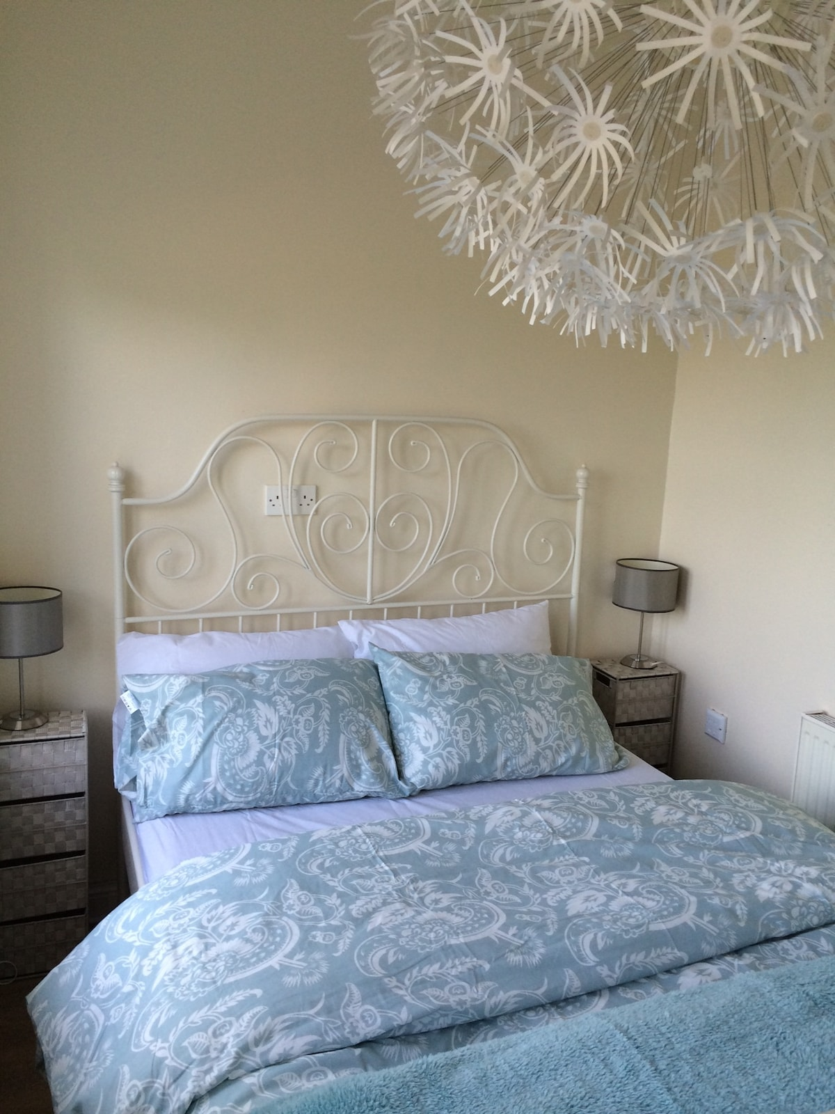 Double bed in guest bedroom, all linen supplied