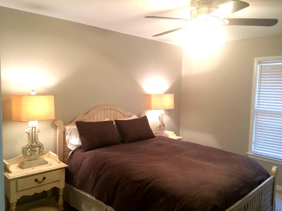 Private Room near Summit & Downtown BHM - Birmingham - Casa