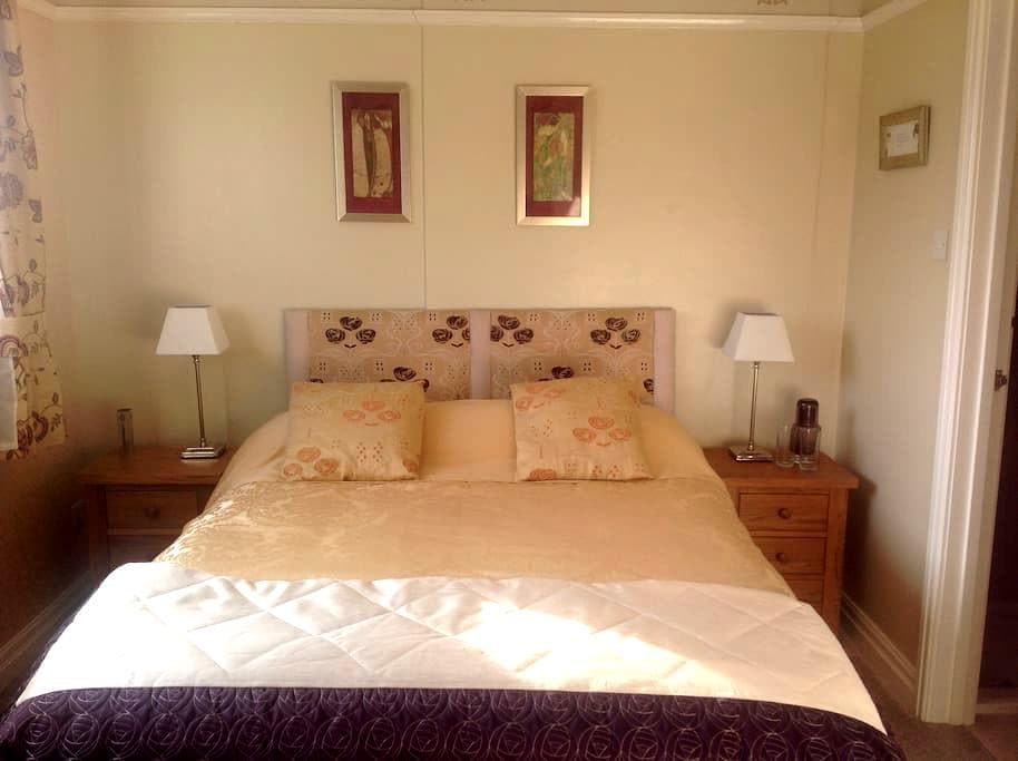 Bassenthwaite South View Mackintosh Flexible 1 - 3 - North Mount - Bed & Breakfast