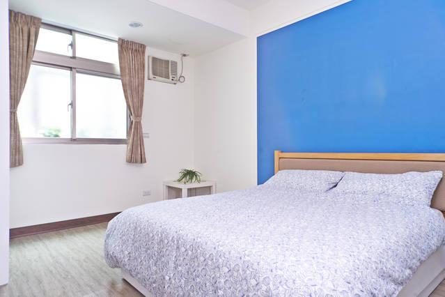 Room C (Queen Bed x1) Ensuite toilet and bathroom