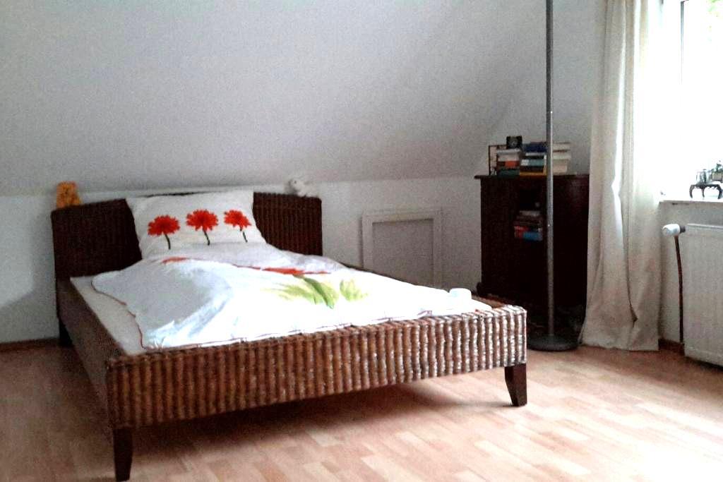 Ganzes Haus mit 2 Schlafzimmer - Hamburg - Huis