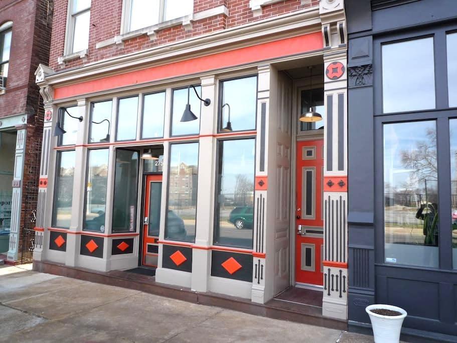 Lafayette Terrace Historic Flat - St. Louis