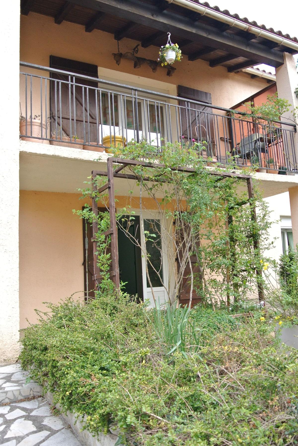 Paisible appartement dans villa