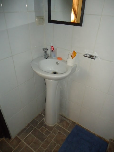 Private bathroom (1/2)