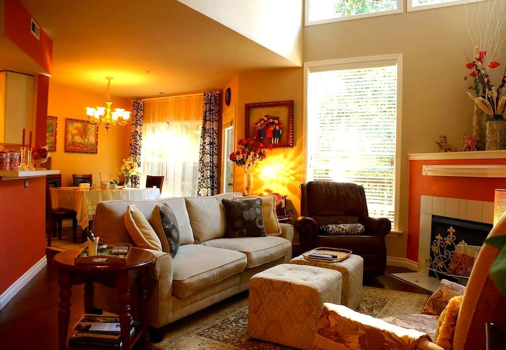 Cozy Bedroom and Convenient Location - Renton - Casa