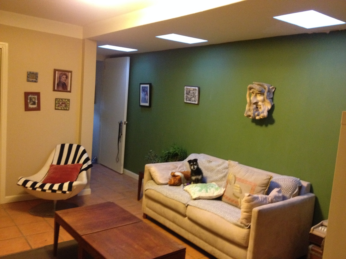 Cozy Living room with a TV, basic cable and Chrome Cast
