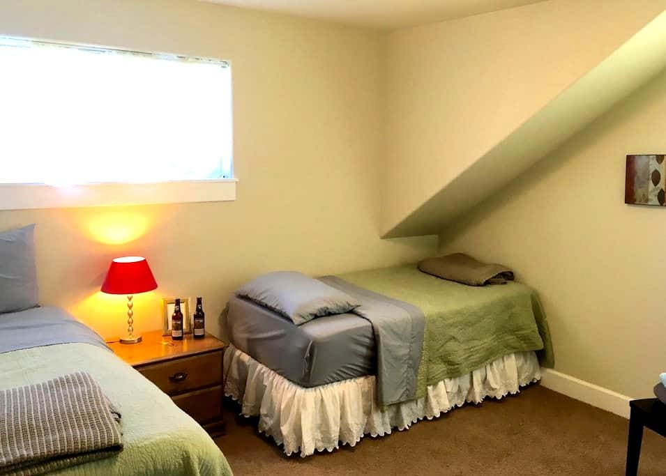 Two Twin Beds in Quiet NE Bend - Bend - House