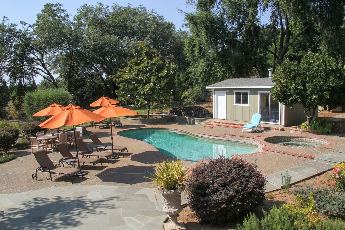 The beautiful landscaping, master BBQ, pool, hot tub make this the perfect getaway.