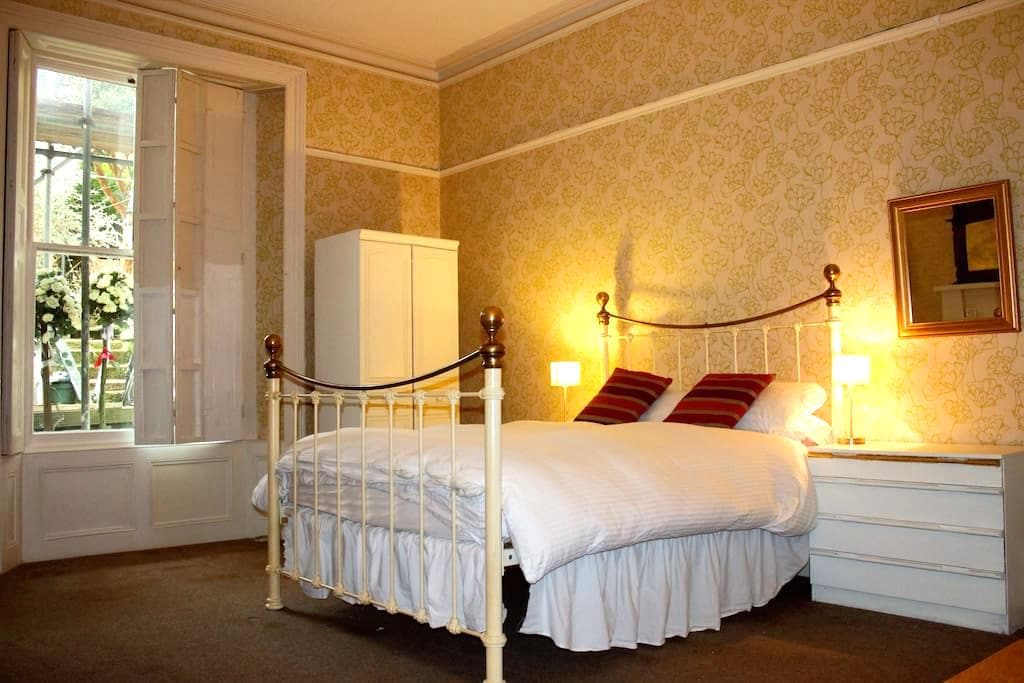 Huge double room in lovely Georgian crescent - 法爾茅斯(Falmouth) - 公寓