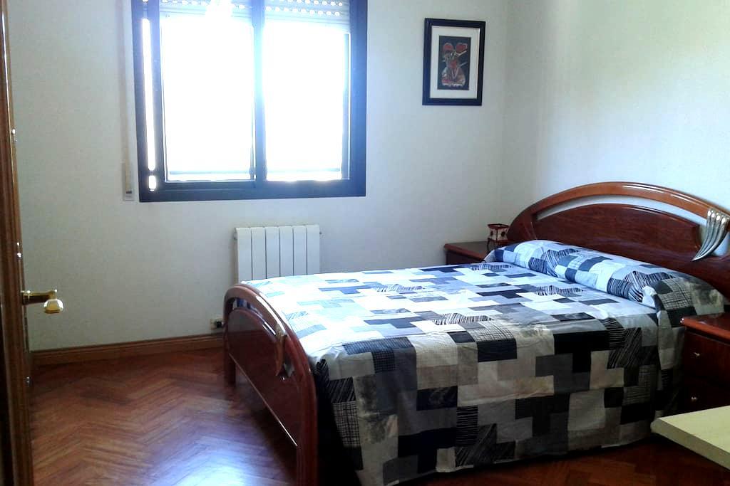 Habitación amplia y luminosa . - Valladolid