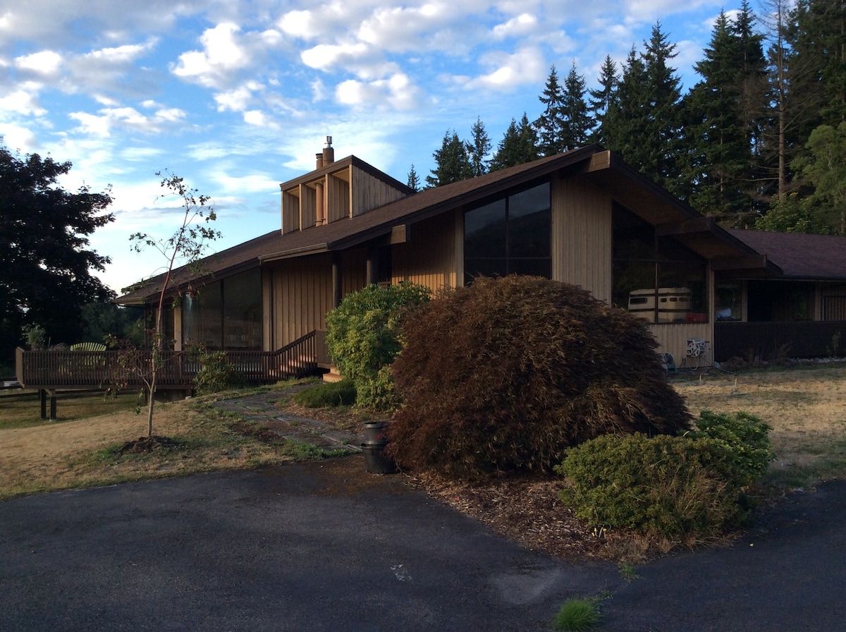 This is the house.   Custom built in 1973, its 6000 square feet!