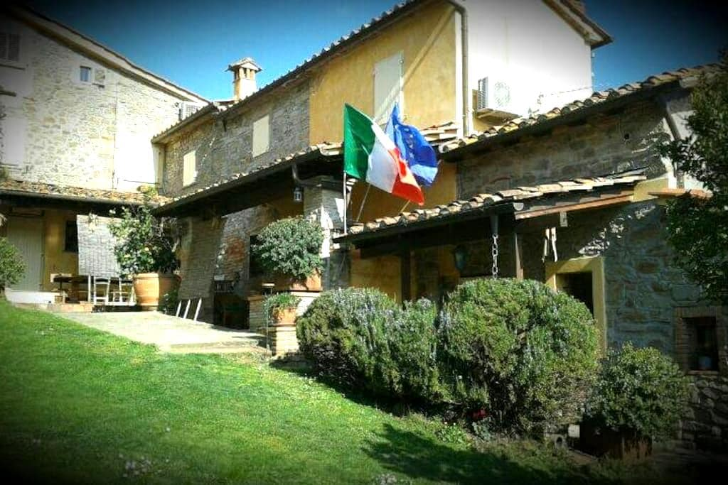 NonnaMora B&B - Casalguidi - Bed & Breakfast