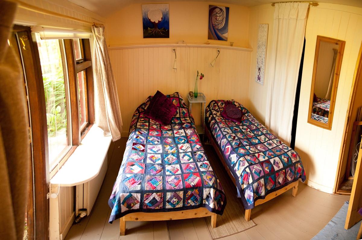 Twin/double Bedroom - en suite
