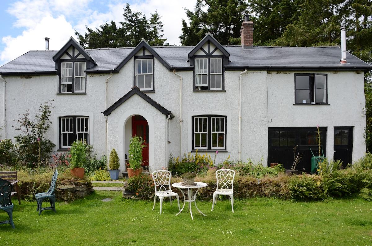 Peaceful Farmhouse, Views and Walks