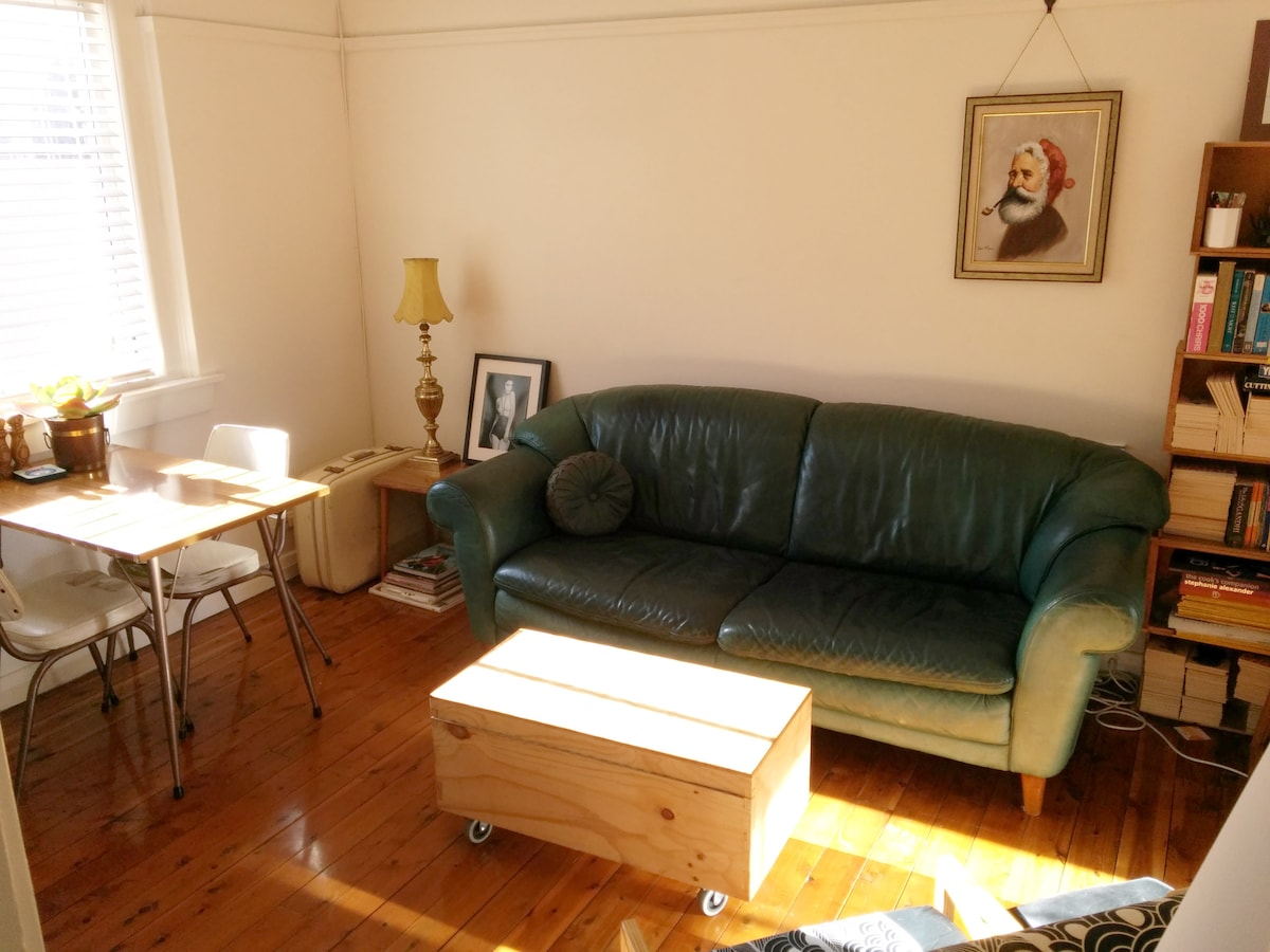 Charming 1 Bed Apt, 1 Min to Beach!