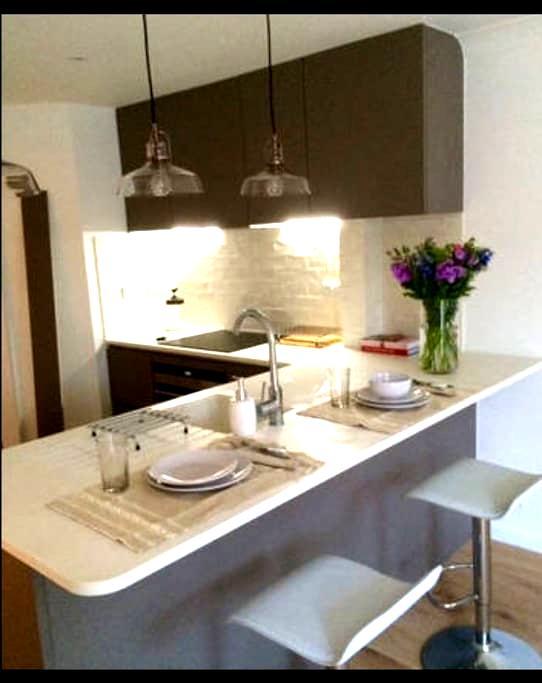luxurious brighton marina apartment with parking - Brighton