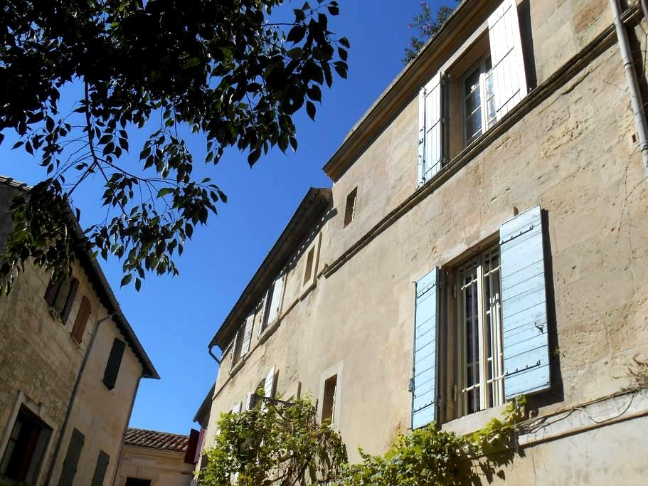 ARLES BIENVENUE centre historique - Arles - Pousada