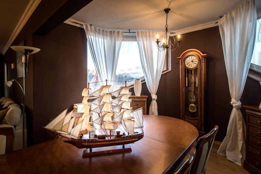 THE RED VINEYARD- Van Gogh Bed & Gallery - Poprad - Apartment