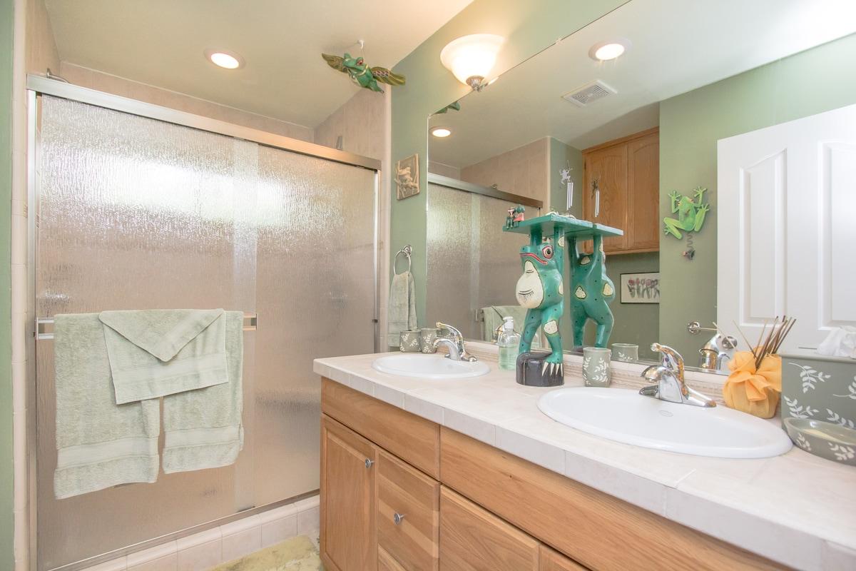 Guest bathroom is between the two bedrooms.