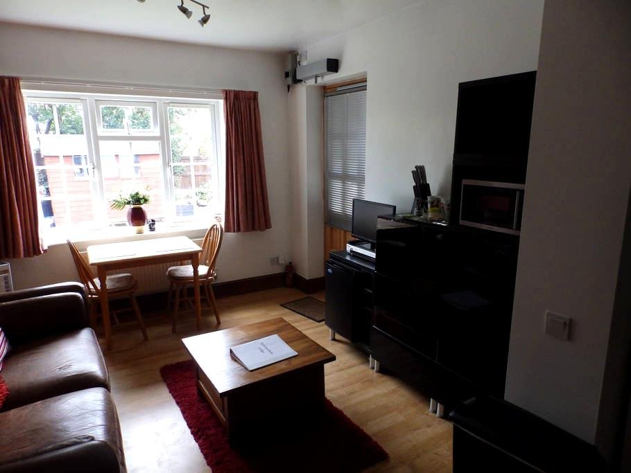 Self contained suite, own access - Parkgate - Bungalow