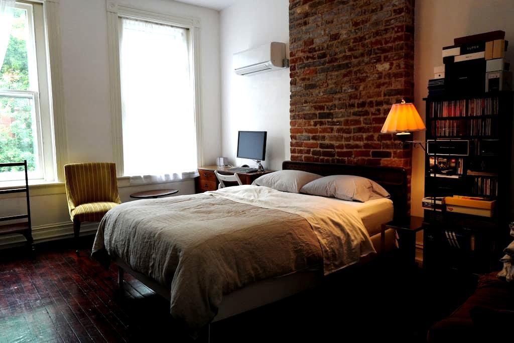 Stylish loft-like VCU/Fan apartment - Richmond - Apartment