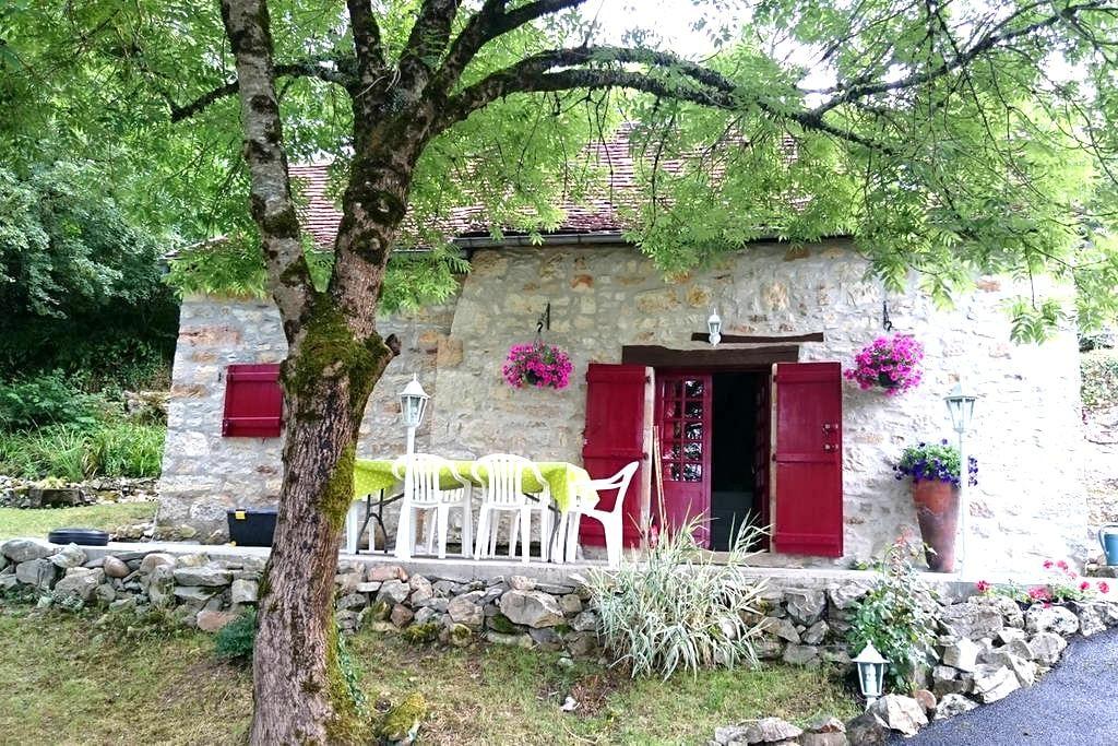 Maison de pierre  au pied de Loubressac - Loubressac