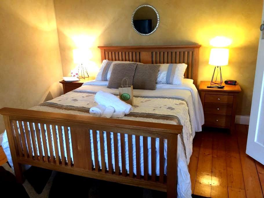Gateway to the Vineyards 1 - Cessnock - Bed & Breakfast