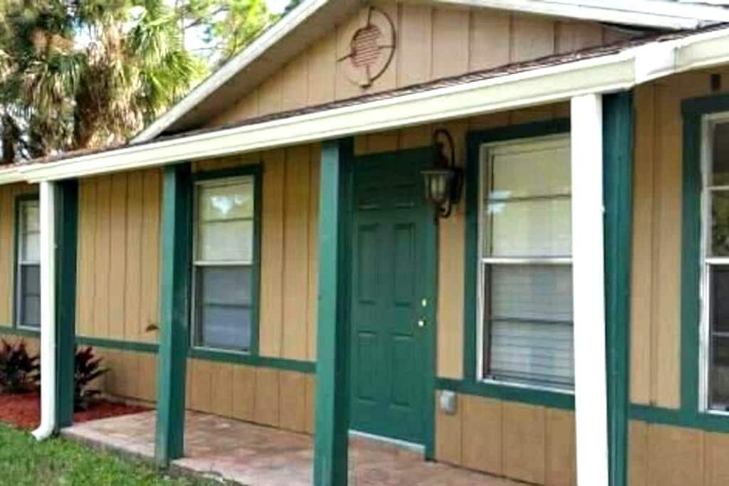 Gingerbread House Palm Bay - Palm Bay