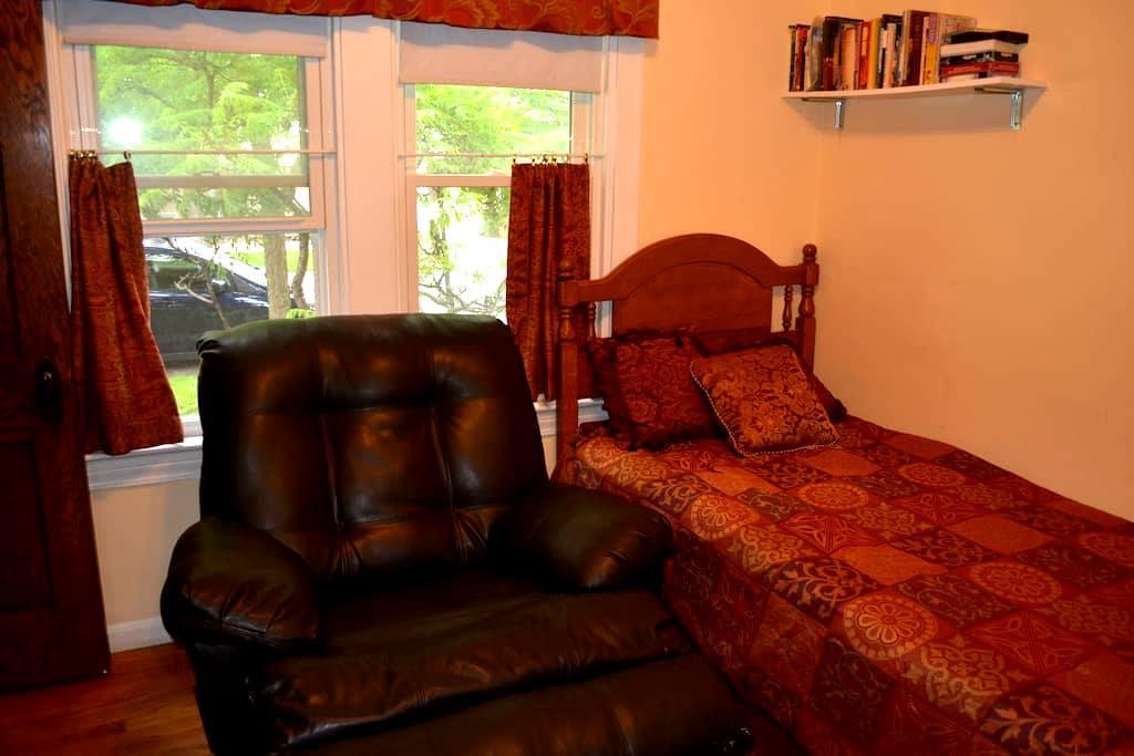 1st flr  room in Oak Park(West) - 橡樹園 - 獨棟