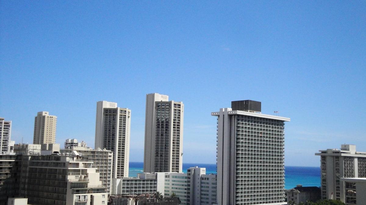 Overlooks Waikiki