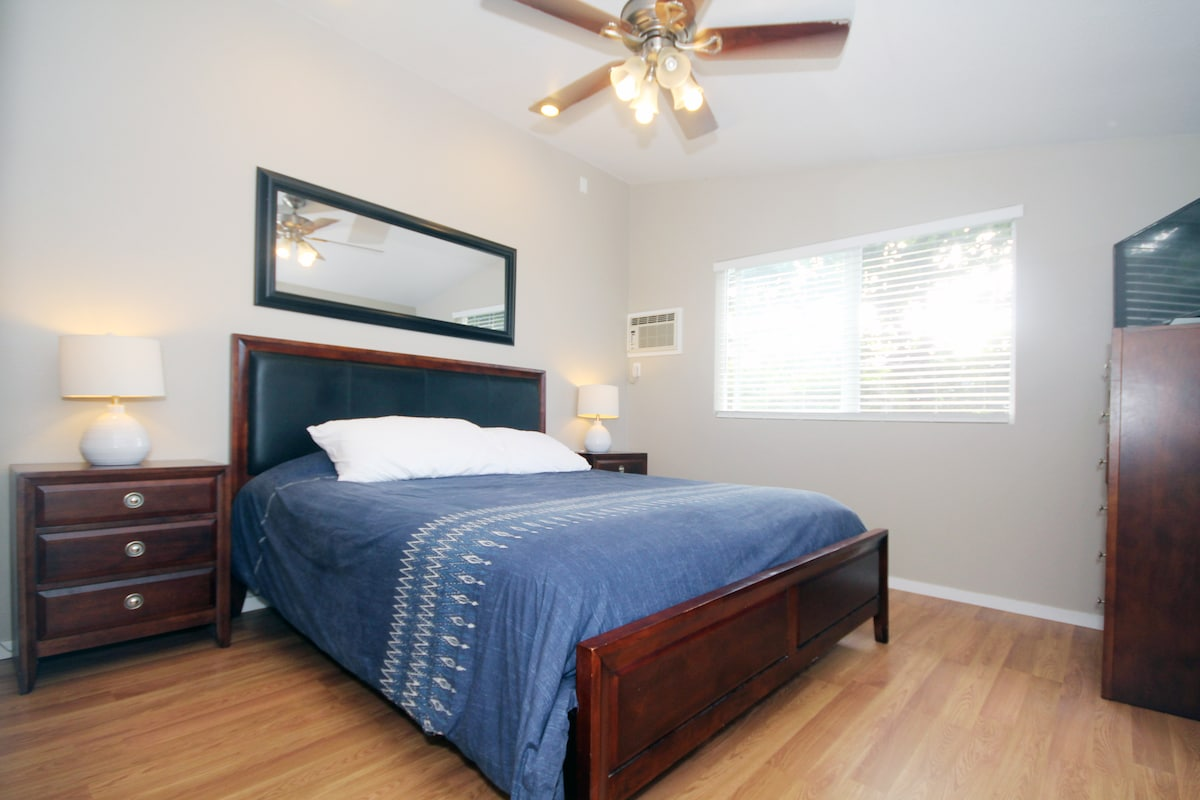 Two large Master bedrooms with cable TV / Ocean views