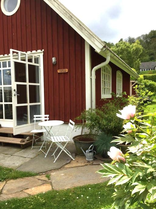 Charming cottage near the sea - Båstad - Hus
