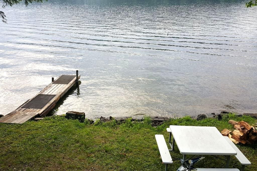 Relaxing Lakeside 2-bedroom Camp - Holderness