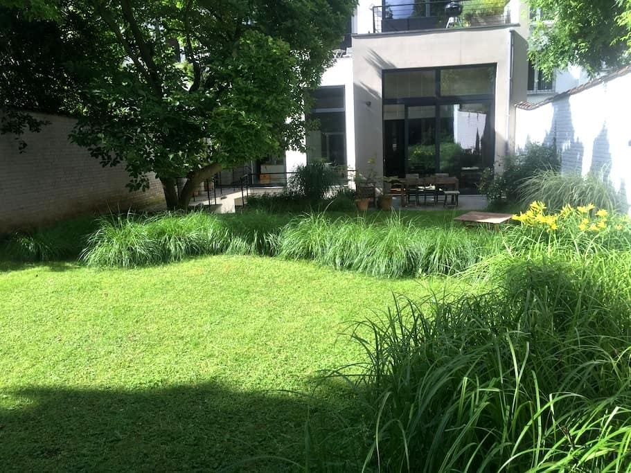 Rooms with a view on a quiet and green garden - Ixelles - Apartment