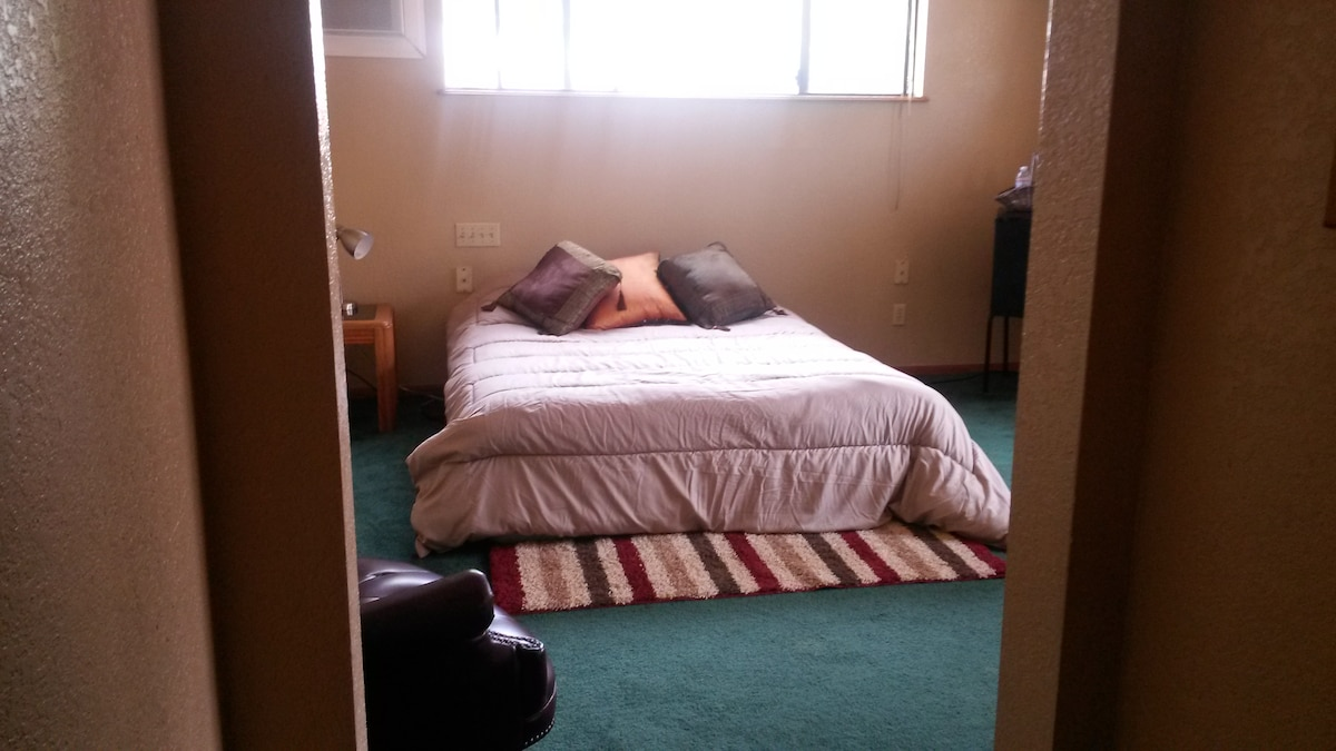 MASTER BEDROOM BY ONTARIO AIRPORT!