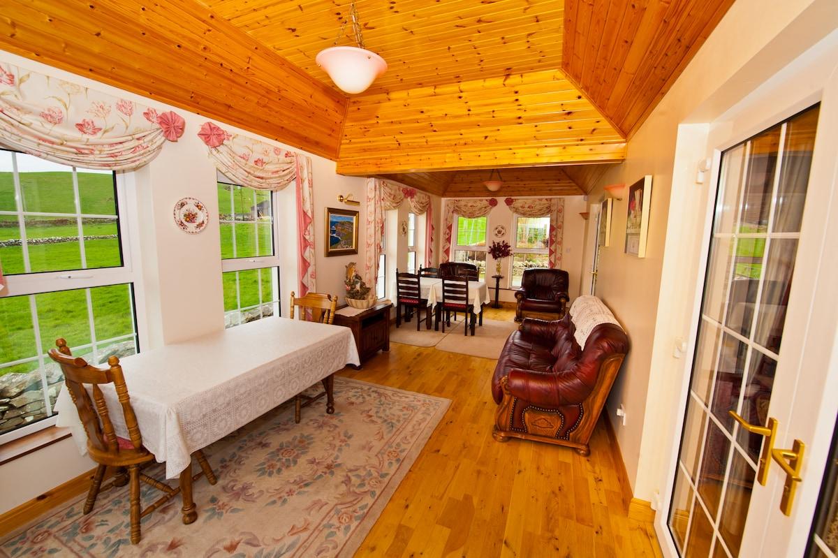 Atlantic View 1st floor double bed.
