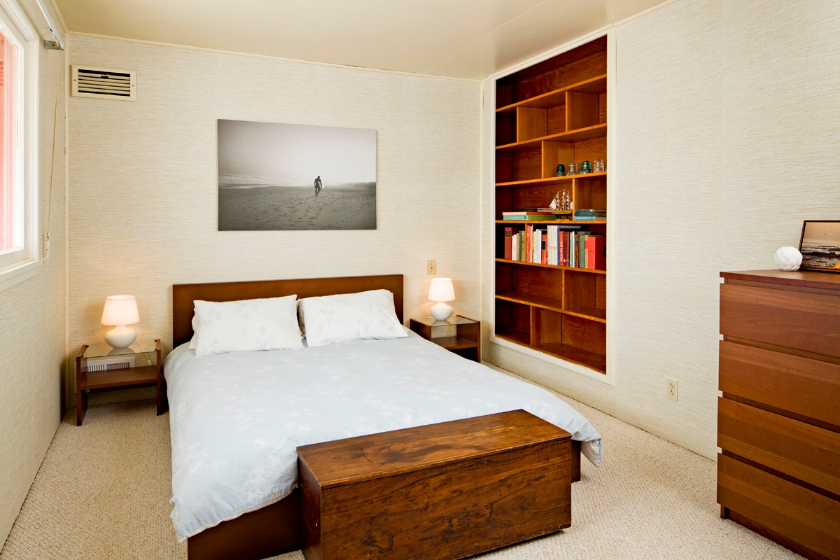 Queen bedroom has a selection of book ready for you to enjoy.