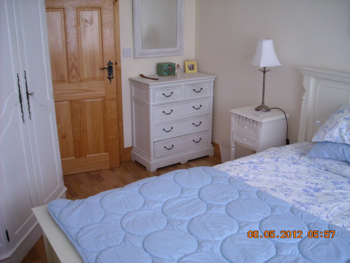 B&B 2 double bedrooms with parking