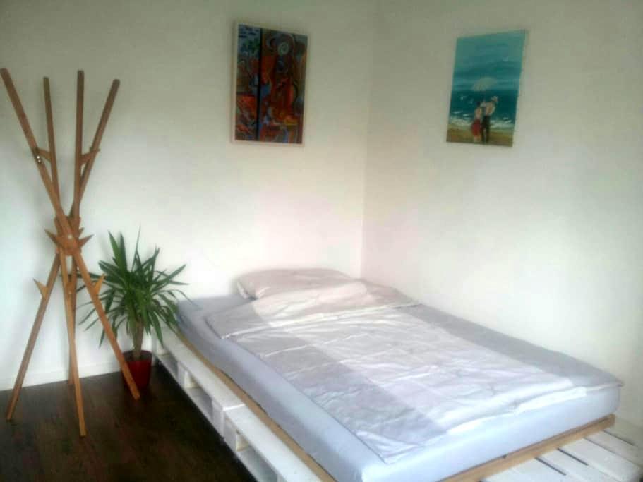zentral gelegenes, schickes Zimmer - Kerpen - Lakás