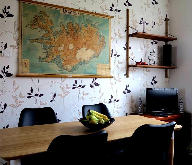 Charming 3 bedroom apartm. near Keflavik Airport - Reykjanesbær - Apartment