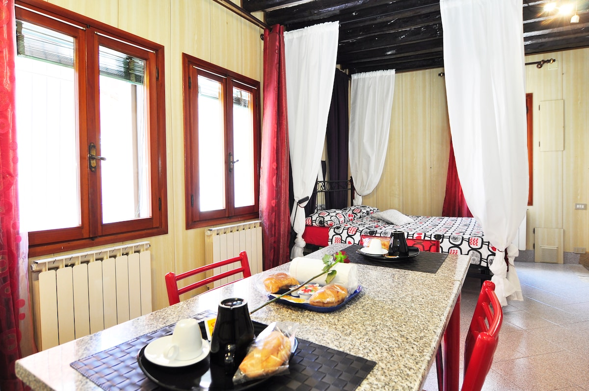 Romantic apartment,center of Venice